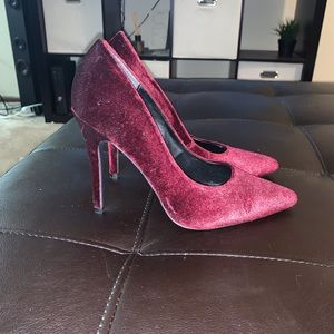 Velvet burgundy pointed toe pumps